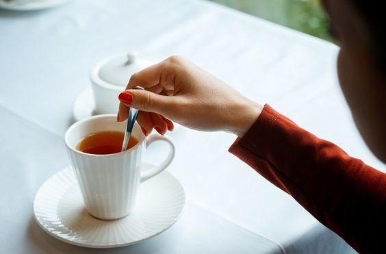 примета про ложку в кружке чая
